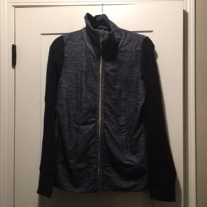Lululemon jacket Black sleeves with gray.